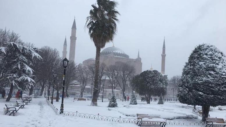 Κατάλευκη η Αγιά Σοφιά στην Κωνσταντινούπολη-Μοναδικές εικόνες που προκαλούν δέος
