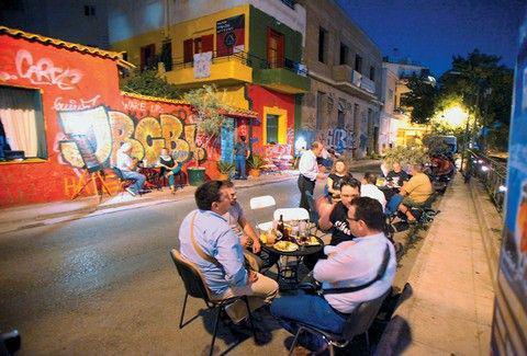 Άστεγοι στην Αθήνα έφτιαξαν το δικό τους ουζερί! Ένα από τα πιο ξεχωριστά στέκια της Αθήνας..