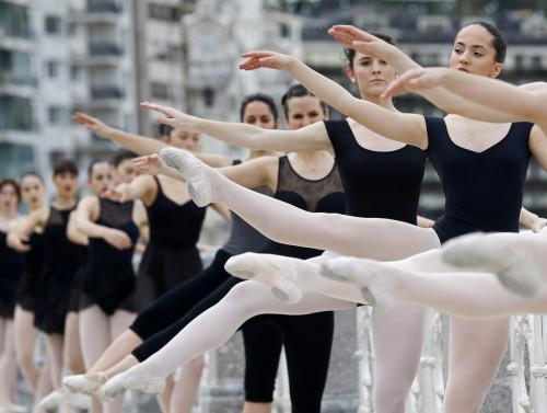 1500 μπαλαρίνες χόρεψαν σε μια παράλια της Ισπανίας και το αποτέλεσμα ήταν υπέροχο