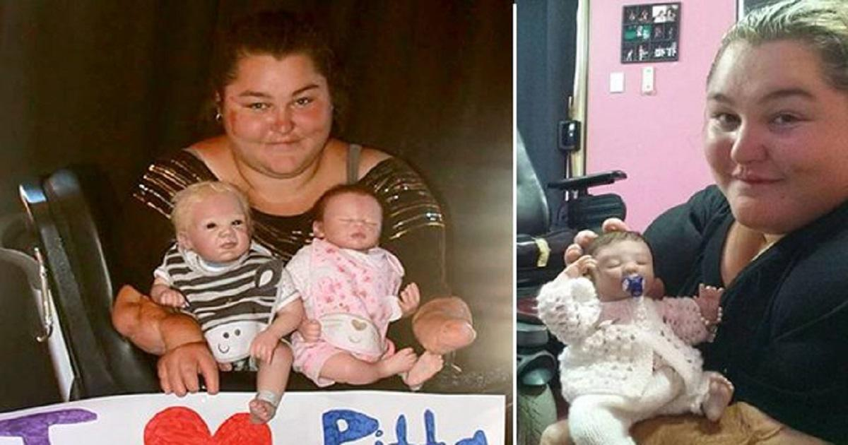 Γυναίκα που δεν μπορεί να κάνει παιδιά γίνεται μητέρα από κούκλες που μοιάζουν ζωντανές