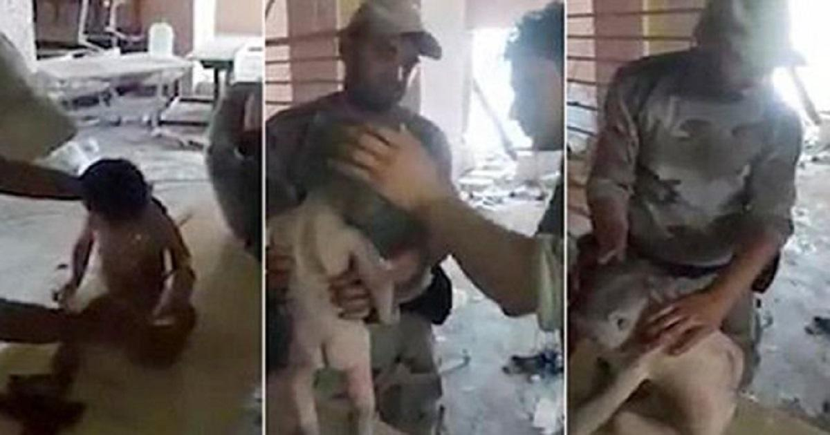 Διασώστες βρίσκουν ζωντανό μωρό θαμμένο στα ερείπια στη Μοσούλη μετά από 4 μέρες