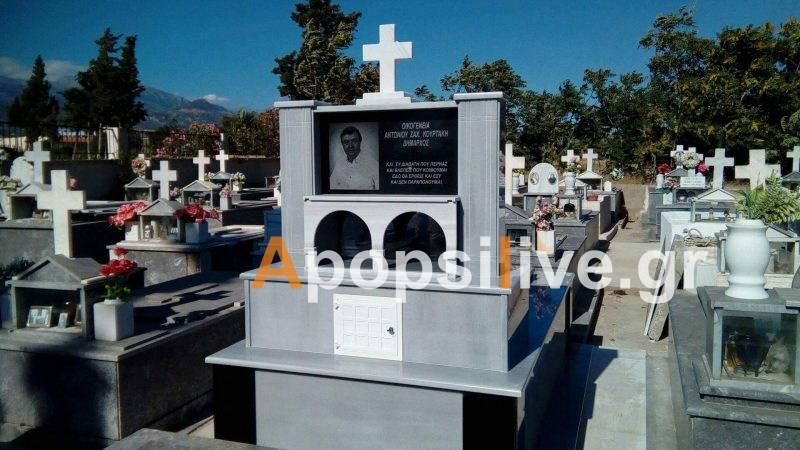 Πρώην δήμαρχος στην Κρήτη έφτιαξε τον τάφο του με τη φωτογραφία του επάνω ενώ είναι ακόμη εν ζωή