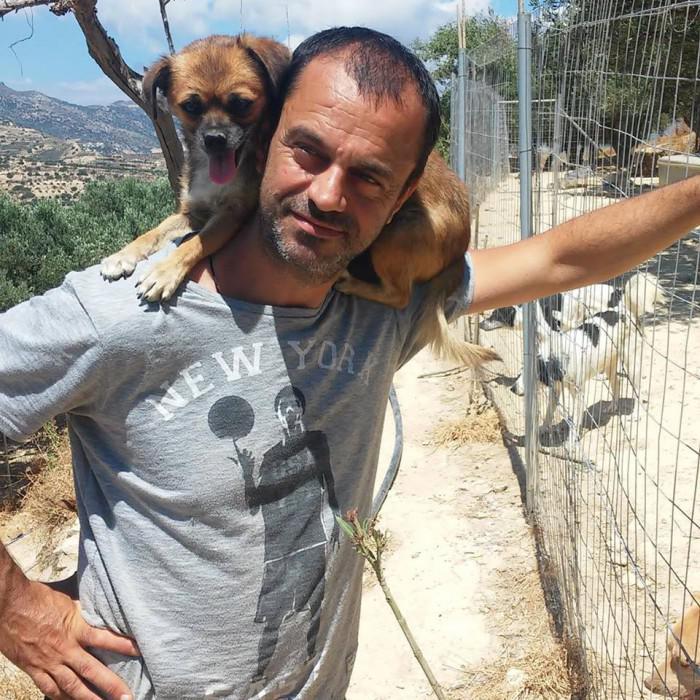 Ο Θεόκλητος Προεστάκης, γνωστός ως Τάκης είναι ένας σύγχρονος ήρωας από την Κρήτη.