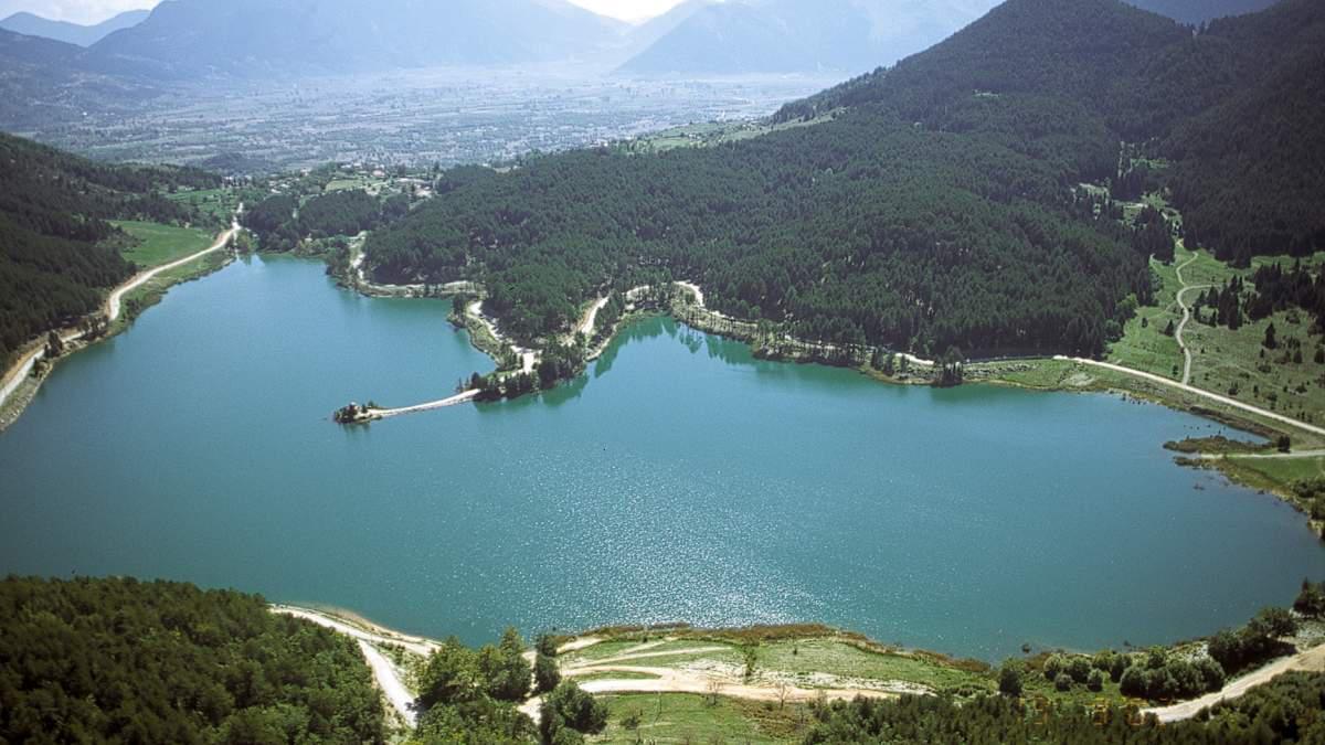 Ελβετική ομορφιά στη λίμνη Δόξα σε υψόμετρο 900 μέτρων