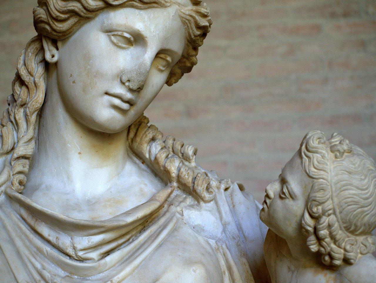 Η αρχαία ελληνική ευχή της μάνας στον γιό, έξι λέξεις μόνο φωνήεντα