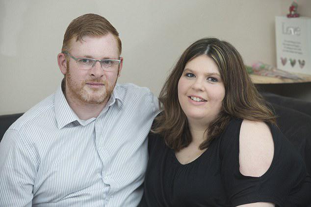 Το ζευγάρι από την Rendlesham στο Suffolk, που έχει επίσης μια κόρη τριών ετών, Emily, δεν είχε προγραμματίσει να επεκτείνει την οικογένειά της τόσο σύντομα, αλλά μόλις λίγους μήνες μετά την άφιξη της Sarah και της Paige, η Jackie ανακάλυψε ότι ήταν έγκυος