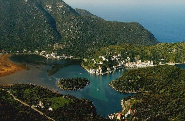 Δεν είναι η Νορβηγία. Αυτό το υπέροχο φιορδ βρίσκεται στην Ελλάδα