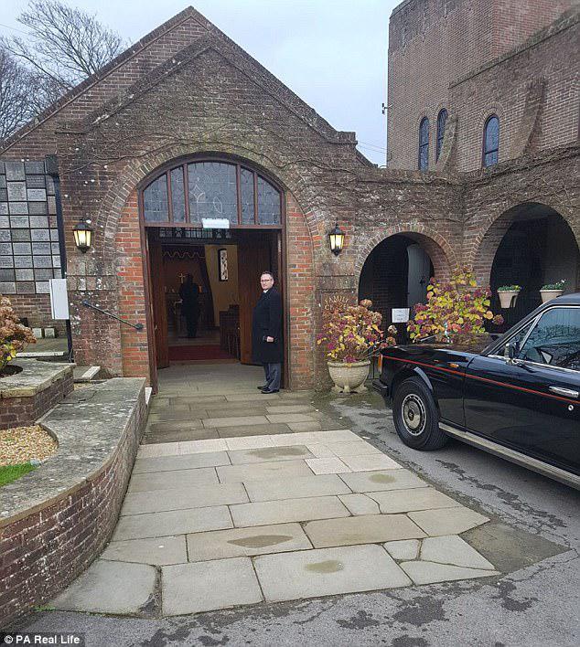 Downs Crematorium στο Μπράιτον όπου πραγματοποιήθηκε η κηδεία του Skylar. Η Brenda επισκέπτεται την οικογένεια του Bradlee στο Μπράιτον όταν υπέστη αποβολή