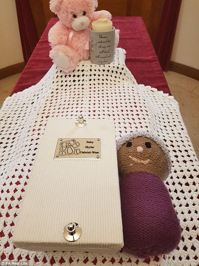 Οι γονείς της Skylar αποφάσισαν να πραγματοποιήσουν μια κηδεία, αφού προτάθηκε από τον νοσηλευτή τους