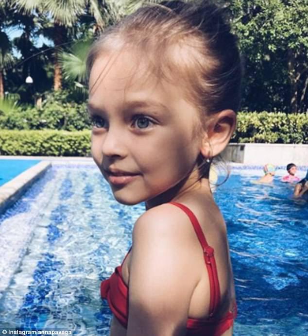 Η Άννα Πάγκαγκα, γεννημένη στην Αγία Πετρούπολη, οκτώ, έχει χαιρετιστεί ως «το πιο όμορφο κορίτσι στη Ρωσία» και ήδη έχει περισσότερους από 460.000 θεατές της Instagram