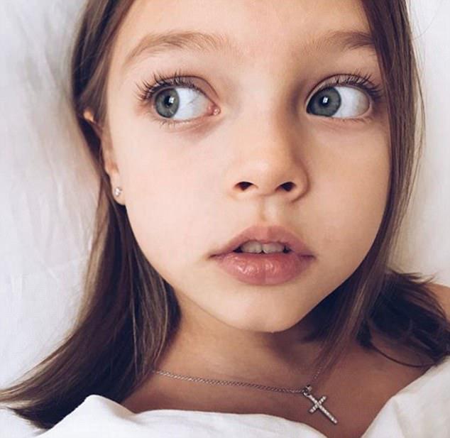 Η μητέρα της είπε ότι η Άννα άρχισε αρχικά να δείχνει ενδιαφέρον να παρουσιάσει στην κάμερα σε ηλικία δύο ετών