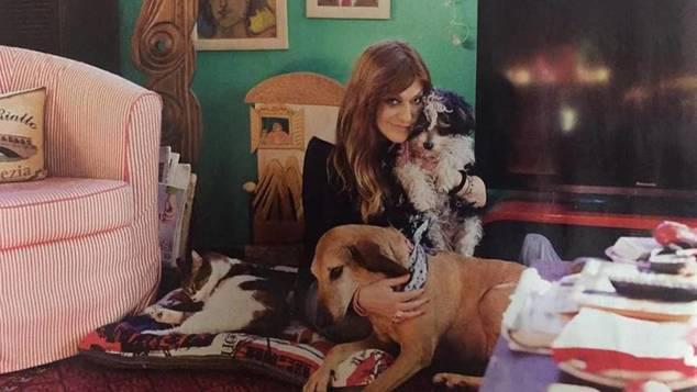 «Χαρούμενη ζούγκλα»: Η Τζόυς Ευείδη ανοίγει το σπίτι της στο οποίο μένει με 6 κατοικίδια