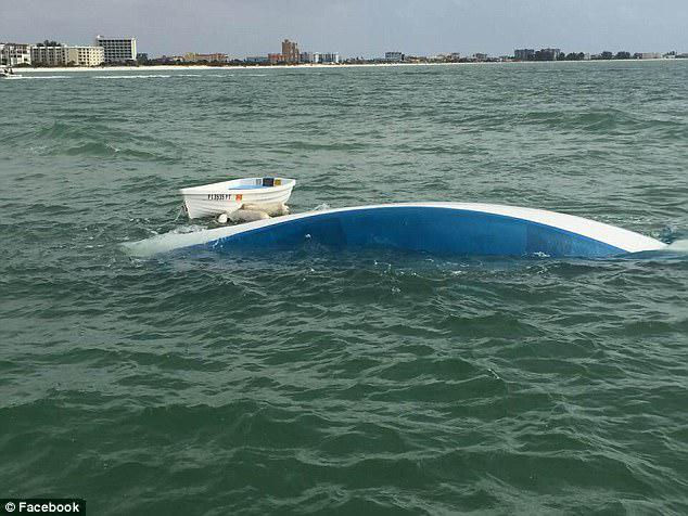 Το πλοίο τους έπληξε κάτι στο νερό τόσο απότομα που ο Walsh πέταξε σχεδόν από το κατάστρωμα