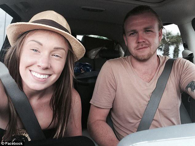Η Tanner Broadwell (δεξιά), 26 ετών, και η Nikki Walsh (αριστερά), 24 ετών, πουλούσαν ό, τι ανήκουν στο Κολοράντο για να αγοράσουν ένα ιστιοφόρο και να ζήσουν τις καλύτερες ζωές τους στην ανοιχτή θάλασσα, αλλά το πλοίο έτρεξε για τους όταν βάρκα τους βυθίστηκε την Τετάρτη