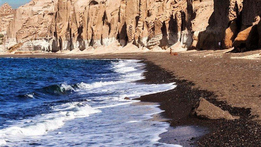 Η πιο εξωπραγματική παραλία της Ελλάδας θυμίζει απόκοσμο σκηνικό του πλανήτη Άρη