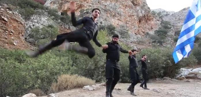 «Μην πολεμάς τον Έλληνα»: To τραγούδι Κρητικών που ταρακούνησε όλους τους Έλληνες