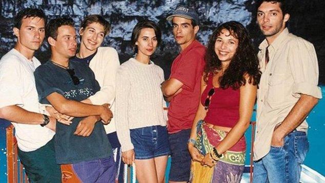 8 πράγματα που ήταν τελείως διαφορετικά στην Ελλάδα όταν παιζόταν το «Λόγω Τιμής» στην τηλεόραση