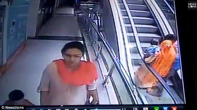 bc4fcc59860 The couple then begin riding the escalator. Witnesses say at that point,  the man