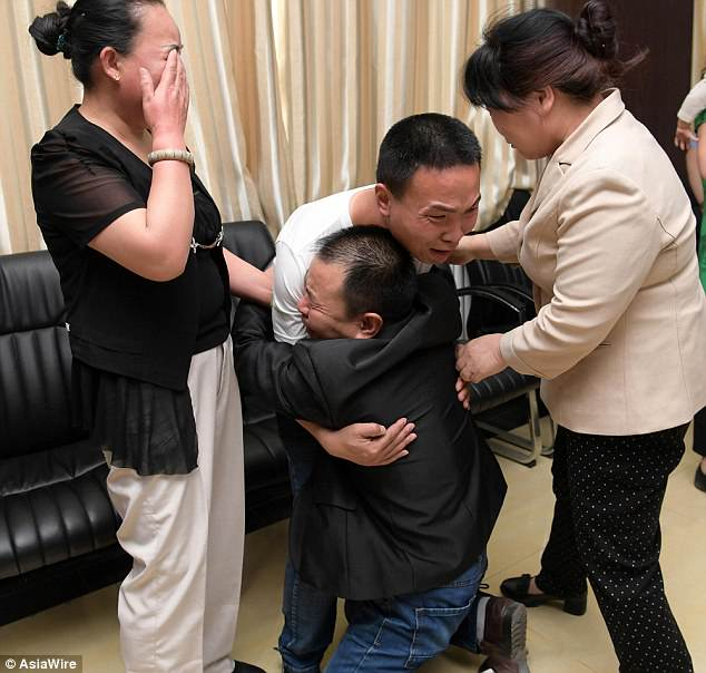 Happy tears were shed when father, Li Shunji, and mother, Du Li, finally reunited with their missing son after almost 24 years. Their son, Lei Lei, got lost in 1994 in Xi'an city, China