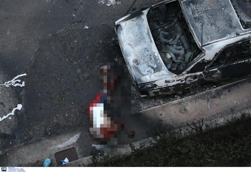 Η φωτιά πρόλαβε τον άτυχο άνδρα στο δρόμο -Υπέκυψε ανάμεσα στα ΙΧ