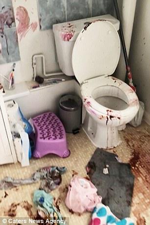Τα κορίτσια δημιούργησαν ένα τεράστιο χάος στο μπάνιο