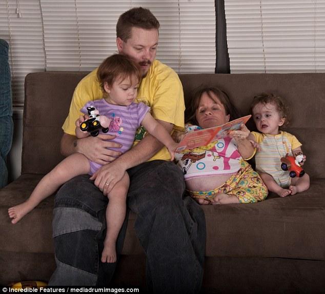 Υποστήριξη: Η περήφανη μαμά ήταν σε θέση να βοηθήσει τη φροντίδα των παιδιών της, παρά την κατάστασή της, χάρη στη βοήθεια του συζύγου της, ο οποίος θα αναλάβει τη νύχτα όταν έγινε υπερβολικά κουρασμένος