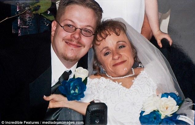 Σημαντικό: Το ζευγάρι, που απεικονίστηκε την ημέρα του γάμου τους το 2004, εργάστηκε μαζί για να μεγαλώσει τα παιδιά τους, με τον Stacey να περιγράφει τον Wil ως «ευλογία» στη ζωή του
