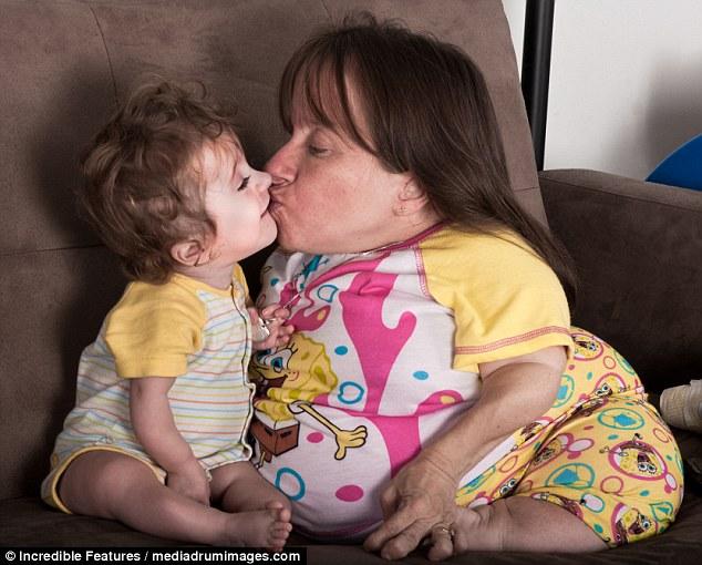 «Θαύμα»: Οι 2χ 4χρονες μητέρες των τριών κατηγορούμενων γιατρών που της είπαν ότι η εγκυμοσύνη θα την σκότωσε, συνέχισε να γεννά τρία παιδιά με τον σύζυγο Wil, 35