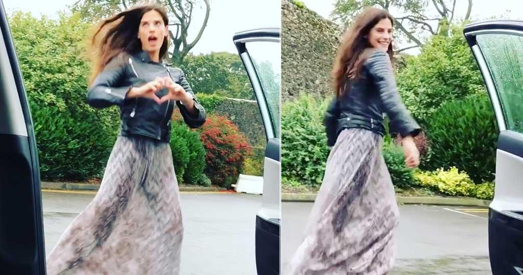 Η Χριστίνα Μπόμπα κάνει κι αυτή «Kiki challenge» στο Δουβλίνο με οδηγό τον Τανιμανίδη