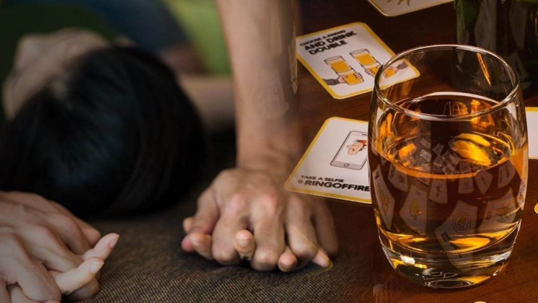 Ηλιούπολη: Νεαροί μέθυσαν 20χρονη παίζοντας παιχνίδι με τράπουλα