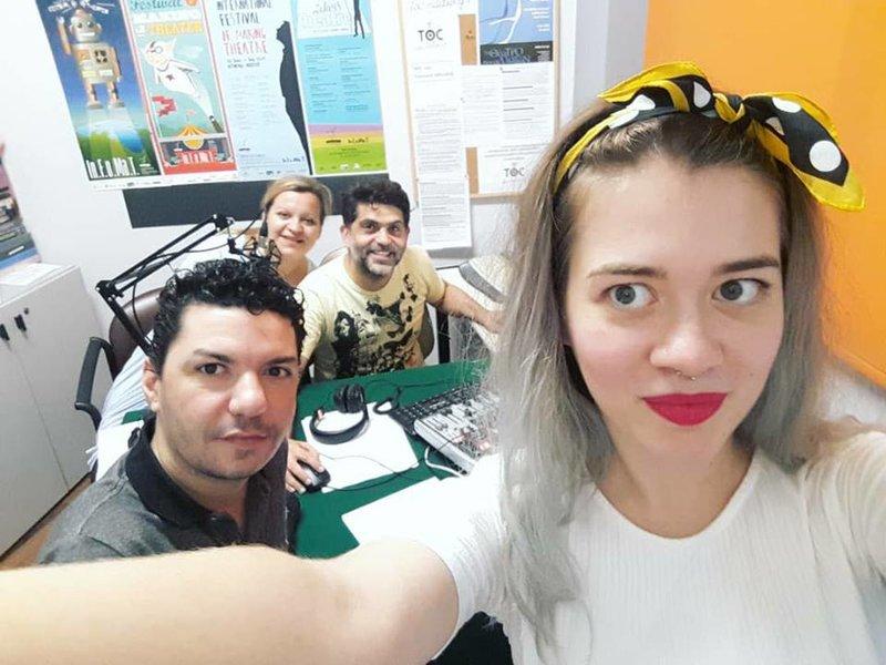 Σε ραδιοφωνική συνέντευξη στο TOC-Radio για την παράσταση στο Από Μηχανής Θέατρο. Φωτογραφία: Efi Karagiannopoulou/Facebook