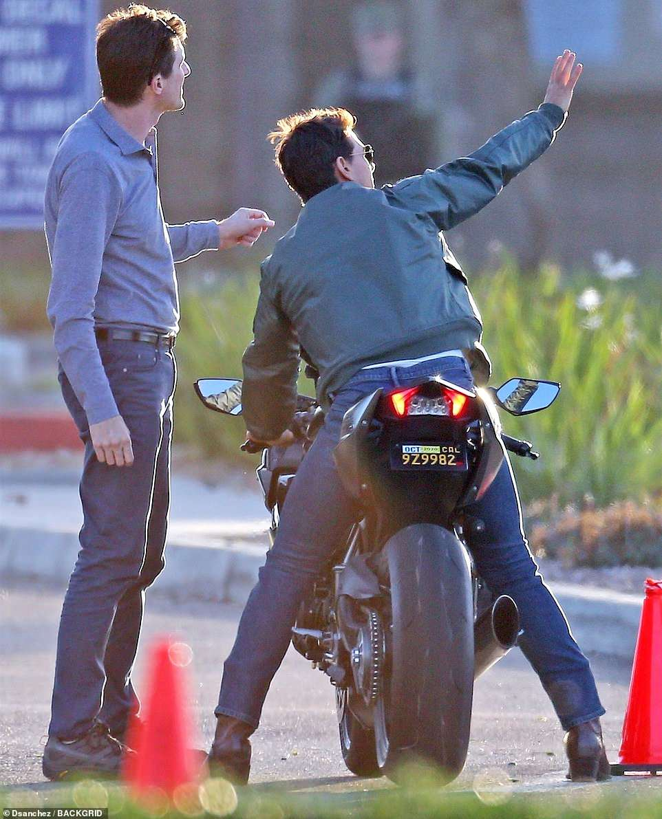 What a gentleman! The star waved to fans in between filming scenes in San Diego, California on Tuesday