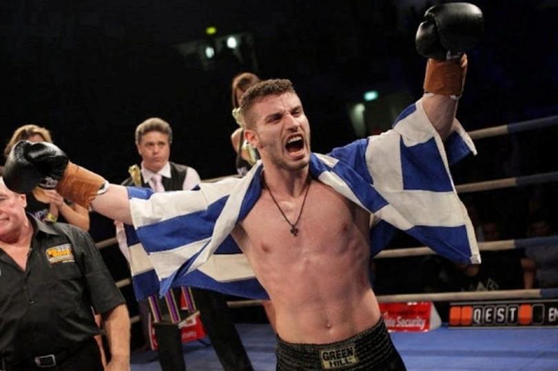Έλληνας πρωταθλητής μποξέρ νικάει τον Τούρκο αντίπαλο του με Νοκ Άουτ και τρελαίνει τους πάντες