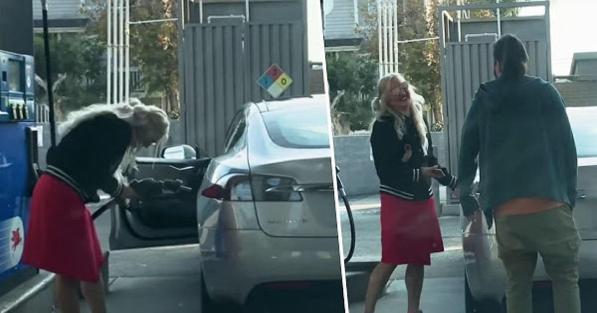 Γυναίκα προσπαθεί να γεμίσει με βενζίνη το ηλεκτρικό της αυτοκίνητο και είναι ότι πιο ωραίο είδατε σήμερα