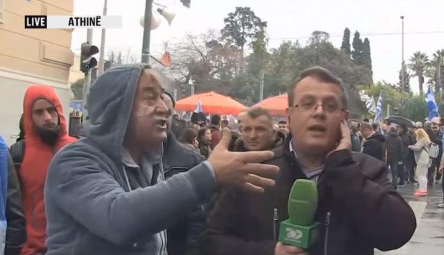 Έλληνες πέρασαν για Σκοπιανό τον Αλβανό ρεπόρτερ και τον άρχισαν στα βρισίδια