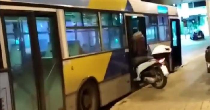 Αθηναίος μπήκε με το σκουτεράκι στο λεωφορείο