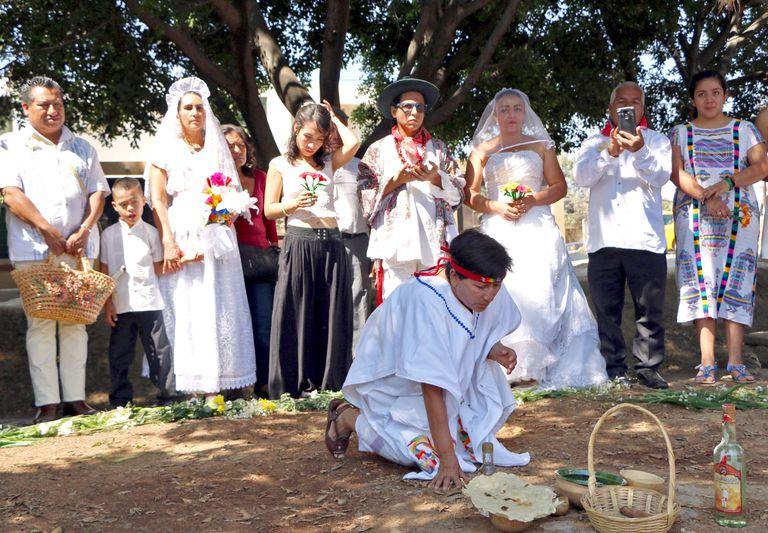 Γυναίκες στο Μεξικό παντρεύονται δέντρα για να τα σώσουν 7