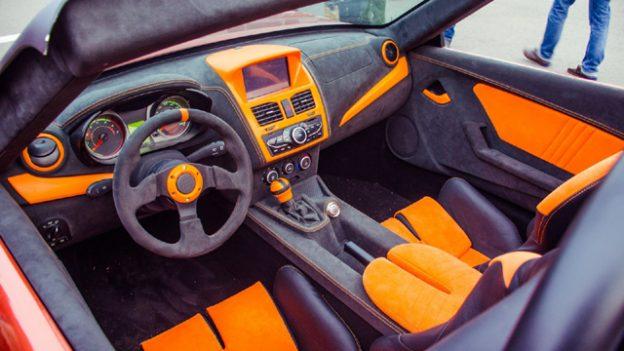 Tο Lada των 1.600 κυβικών με 9.500 ευρώ που βάζει κάτω Porsche - Εικόνα 4