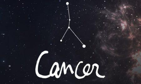 καρκίνος του ανθρώπου που βγαίνει με μια γυναίκα Τοξότης