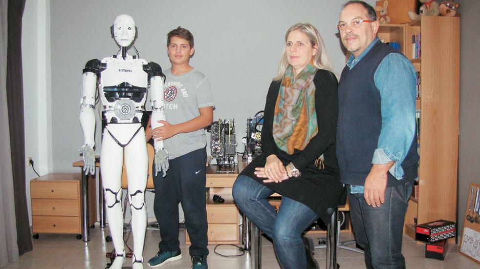 15χρονος Έλληνας από την Καβάλα έφτιαξε με 500 ευρώ ρομπότ με νοημοσύνη και υποκλίνεται όλος ο πλανήτης - Εικόνα 3
