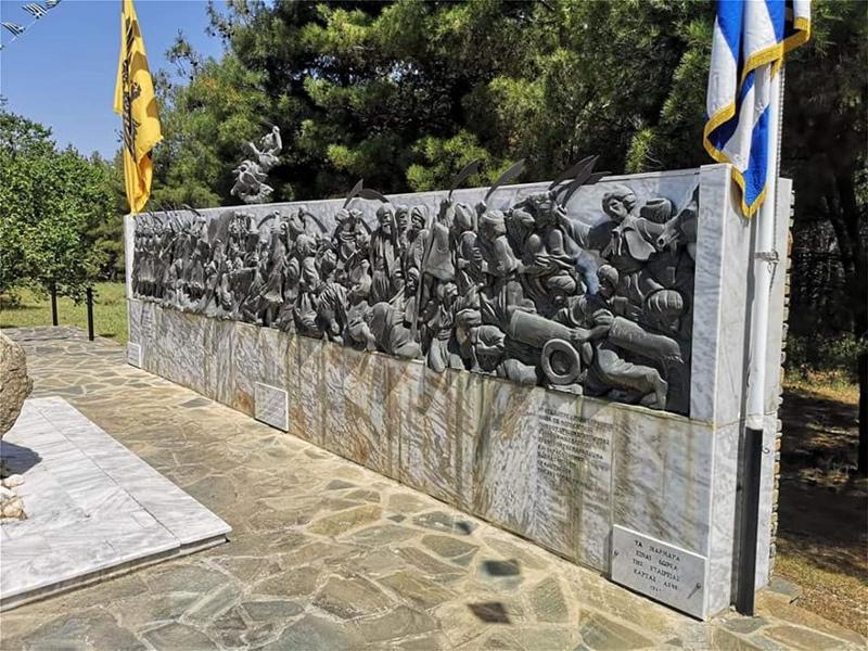 Το μνημείο του καπετάν Χάψα πριν την κλοπή -