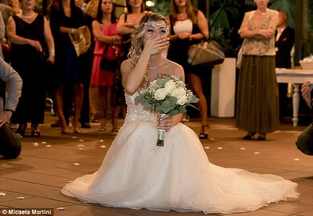 40χρονη Ιταλίδα γυμνάστρια ξόδεψε 10.000 ευρώ και παντρεύτηκε τον εαυτό της - Εικόνα 10
