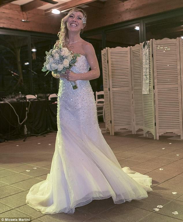 40χρονη Ιταλίδα γυμνάστρια ξόδεψε 10.000 ευρώ και παντρεύτηκε τον εαυτό της - Εικόνα 3