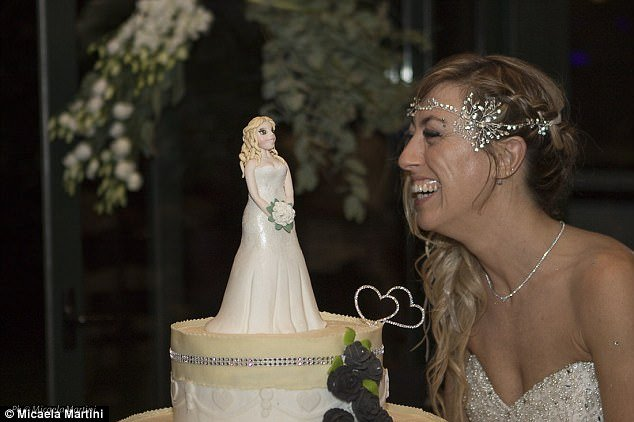 40χρονη Ιταλίδα γυμνάστρια ξόδεψε 10.000 ευρώ και παντρεύτηκε τον εαυτό της - Εικόνα 5