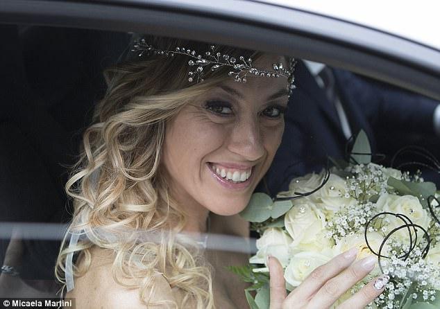 40χρονη Ιταλίδα γυμνάστρια ξόδεψε 10.000 ευρώ και παντρεύτηκε τον εαυτό της - Εικόνα 7