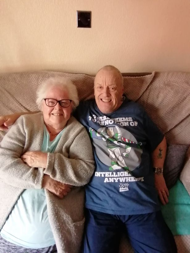 Ο Κλάιβ και η Μπρέντα Μπλάντεν είναι μαζί για τρεις δεκαετίες