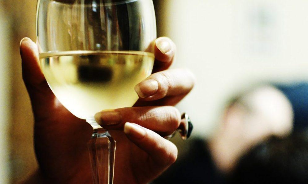 0120 women alcohol 1000x655 e1574937349318