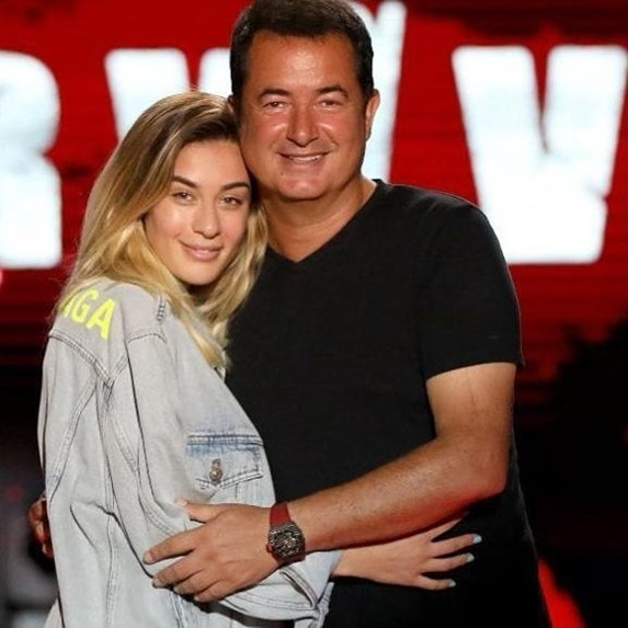 Ο Τούρκος Mister Survivor Ατζούν Ιλιτζαλί παντρεύεται 30 χρόνια μικρότερή του… για 4η φορά - Εικόνα 3