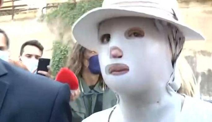 Επίθεση με βιτριόλι: Με ειδική μάσκα στο δικαστήριο η Ιωάννα Παλιοσπύρου - alter-info.gr